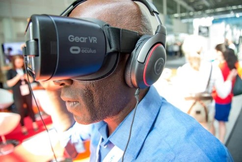 VR goggles for experiential learning